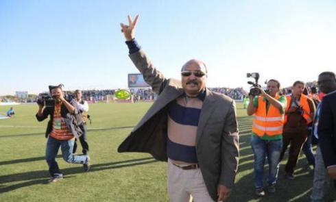 الرئيس الموريتاني يؤكد حضوره لأول مباراة لموريتانيا في الكان